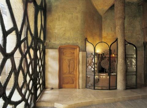 Vestibule of passeig de Gràcia. La Pedrera  © Triangle Postals. Pere Vivas