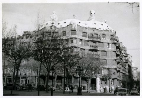 Casa Milà, 25 de desembre de 1959. Miquel Brasó. Col·lecció Club Excursionista de Gràcia © Ajuntament de Barcelona, Arxiu Municipal Districte de Gràcia