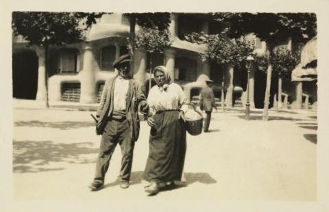 Fotos realizadas por la abuela, Montserrat Ferrater Llorach, alrededor de La Pedrera. Sorprenden las escenas costumbristas que retrata. © Archivo Baladia