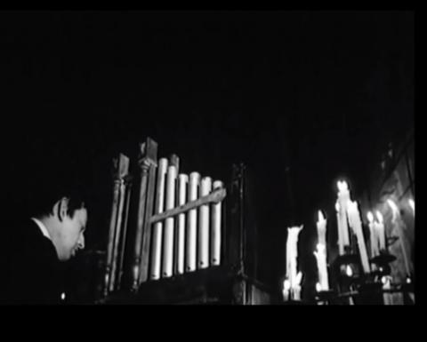 """Serge Gainsbourg interpretando la canción """"Bye Bye Mister Spy"""""""