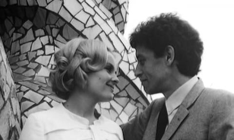 L'Inconnu de Shandigor. Sylvaine y Manuel en la azotea de La Pedrera.